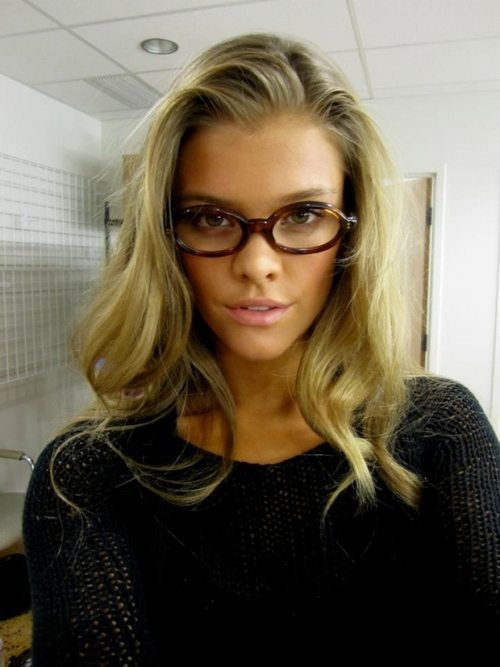 hot_girls_glasses_14