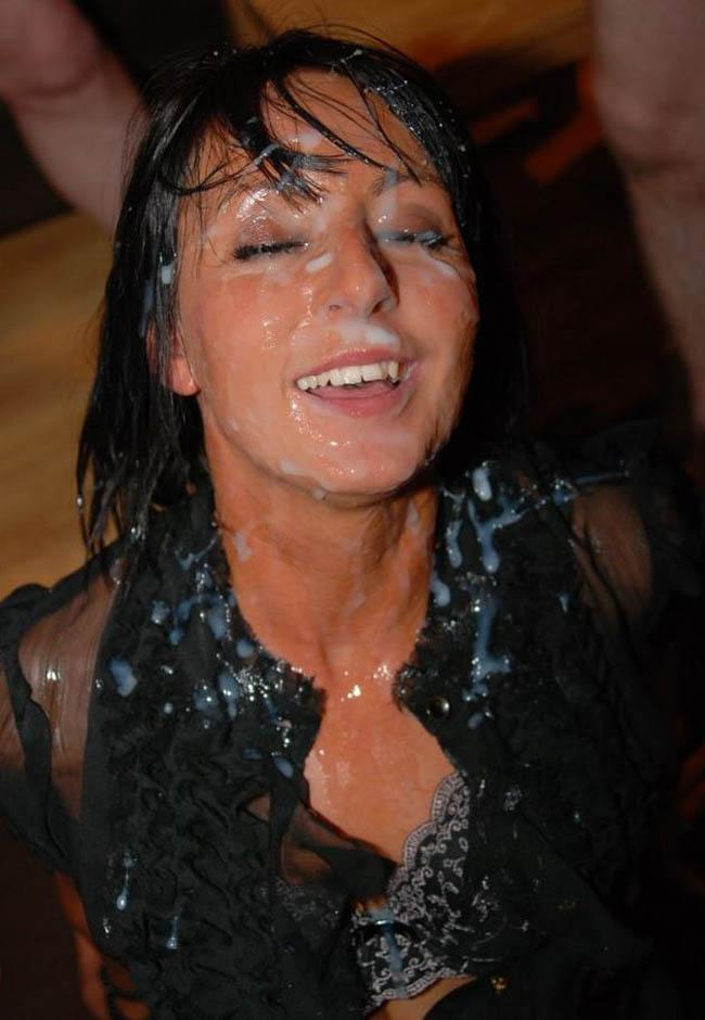 bukakke en la cara de una morena con ojos impresionantes (4)